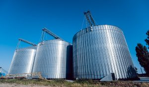 Silo for storing grain harvest